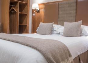 Mackays-Hotel-Room